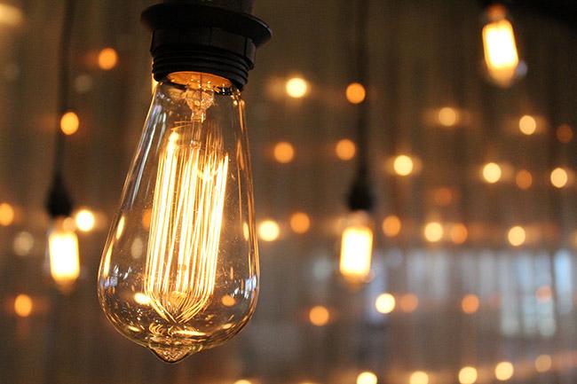 Các bóng đèn sợi đốt hoạt động dựa vào nguồn nhiệt năng