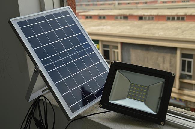 Tấm pin là bộ phận tiếp nhận năng lượng và chuyển hóa thành điện năng