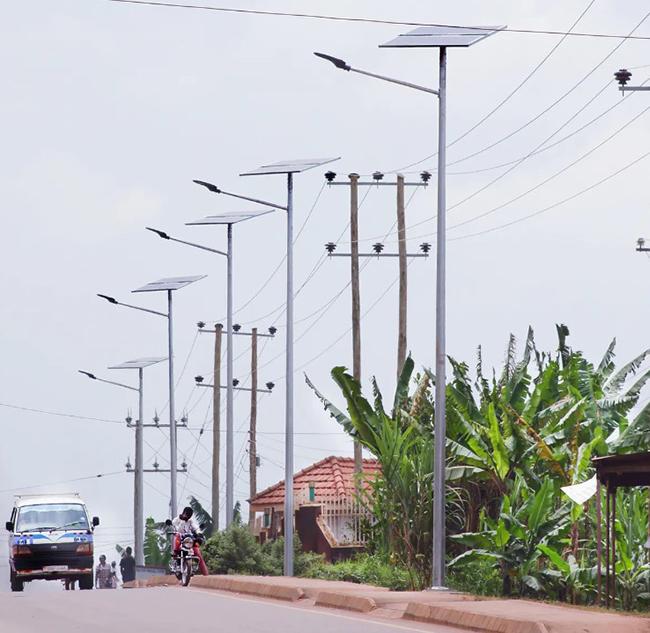 Lắp đèn năng lượng mặt trời theo dự án nông thôn mới